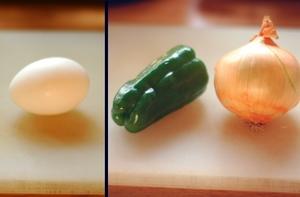 卵、ピーマン、タマネギ