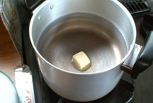 野菜はバターで炒めるとコクがあっておいしくなります。