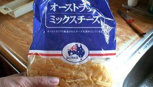 ミックスチーズをふたつかみ程度混ぜ合わせます。